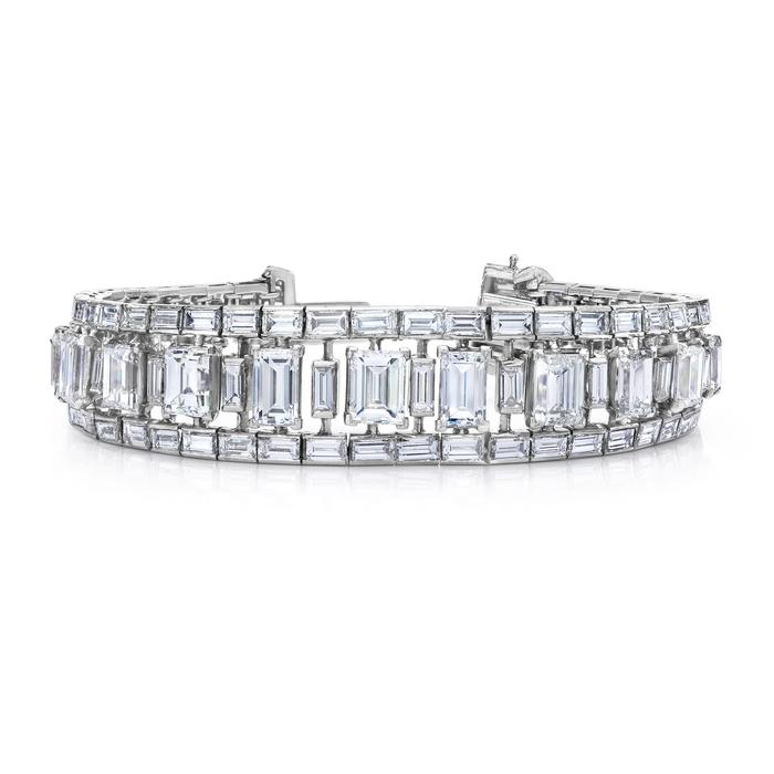 View AN ESTATE DIAMOND BRACELET